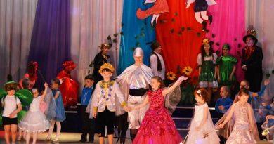 Информационный серпантин «Да здравствует театр!» (Школа актерского мастерства «Арлекино» ГДК «Строитель» г.Заринска)